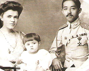 Второй Августейший сын Рамы V Чулалонгкорна Короля Таиланда, Принц Чакрапонг прожил в России семь лет – с  1898 по 1906 гг., где и женился Екатерине Десницкой
